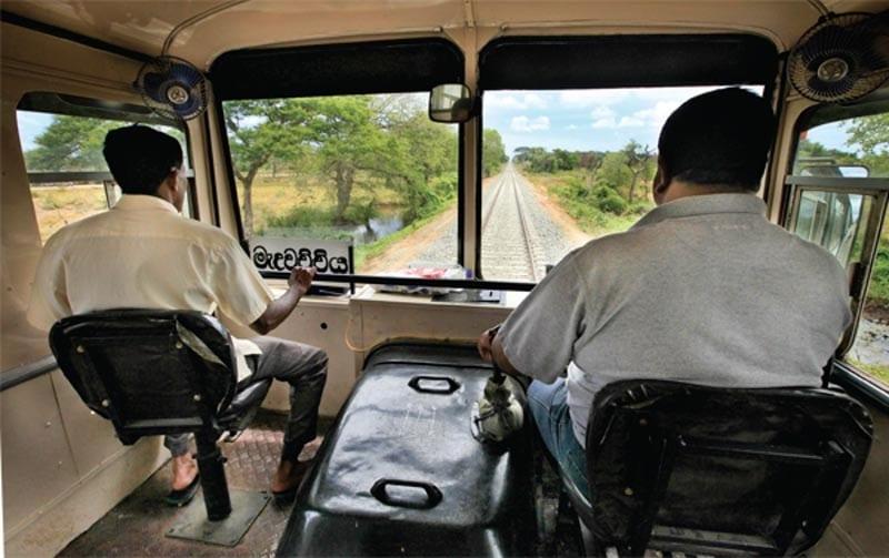 rail bus srilanka driver